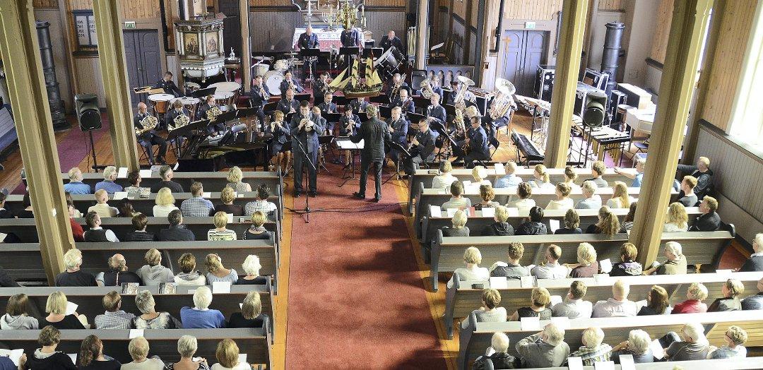 Fullt hus: Luftforsvarets musikkorps trakk over to hundre publikummere som ville høre korpset som er foreslått nedlagt.