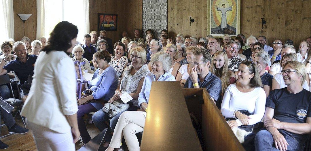 Åpning: Stortingsrepresentant Else-May Botten fikk æren av å åpne Stangvikfestivalen i Prestegardsstua fredag kveld.