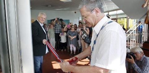 Åpnet: Ordfører Arne-Christian Mohn foretok onsdag ettermiddag den offisielle åpningen av Brukerhuset. Styreleder Øystein Østensjø (t.v.).