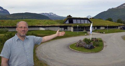 VELKOMMEN: Daglig leder Tor Lyngmo er veldig godt fornøyd med de bygningsmessige endringene som er foretatt på Fjellkysten, og ønsker publikum velkommen til det mange omtaler som «nye» Fjellkysten. Alle foto: Harold Jenssen