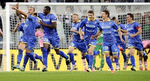 Vår oddstipper har tro på denne gjengen. Frosinones Leonardo Blanchard og lagkameratene jubler etter at de klarte 1-1 mot Juventus i Torino.