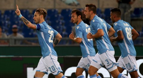 Lazio's Lucas Biglia (L) celebrates after scoring against Bologna during their Italian Serie A soccer match at the Olympic stadium in Rome, Italy, August 22, 2015.  REUTERS/Alessandro Bianchi