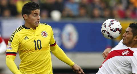 Colombia's James Rodriguez (10) and Peru's Joel Sanchez battle for the ball during their first round Copa America 2015 soccer match at Estadio Municipal Bicentenario German Becker in Temuco, Chile, June 21, 2015. REUTERS/Carlos Garcia Rawlins