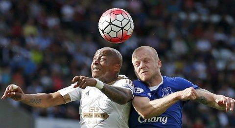 Swansea og Andre Ayew har ikke tapt på hjemmebane denne sesongen, men i kveld møter de et formsterkt Stoke-lag.