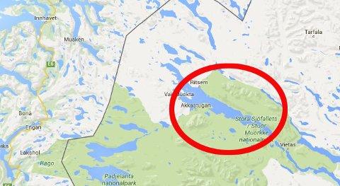 FORSVANT FRA RADAREN: Det er i dette området, 12 mil nordøst fra Bodø, i området rundt Akkajaure i Jokkmokk kommune at flyet skal ha forsvunnet fra radaren etter å ha sendt ut mayday-melding.