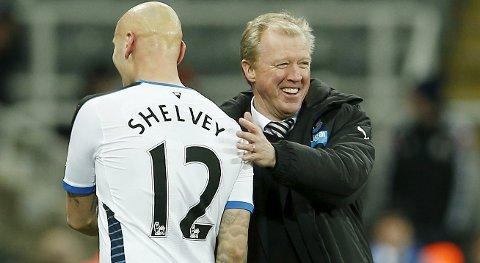 Newcastles Jonjo Shelvey feirer seieren mot West Ham sammen med manager Steve McClaren. Newcastle har underprestert denne sesongen. Spørsmålet er om laget fra Nord-England endelig har våknet. Ja, tror vår tippeekspert!
