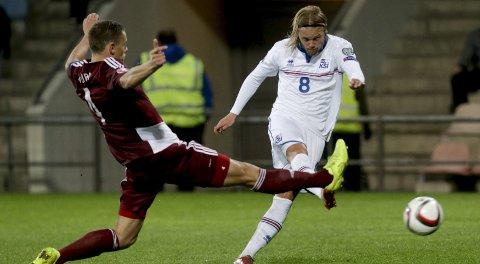 Den tidligere Viking-spilleren Birkir Bjarnason (t.h.) kjemper om opprykk til Serie A. Foto: Reuters