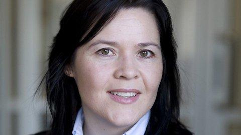 Sjeføkonom i Sparebank1 Gruppen, Elisabeth Holvik, spår at Norges Bank kutter styringsrenten, som i dag ligger på 1,0 prosent. Det kan bety enda lavere boliglån for deg og meg.