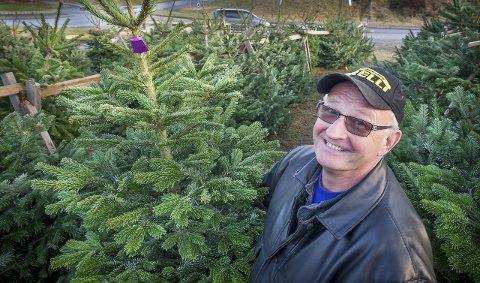 Edel årgang: Jan Nerli er juletreselger i Kongsvinger for 20. året på rad. Han har mange faste kund    er, og edelgran er mest populært.