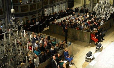 Kongsberg kantori sang to sanger.