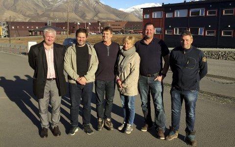 Forbundsleder Erna Hagensen (i midten) har nylig besøkt Svalbard hvor hun har 400 medlemmer.