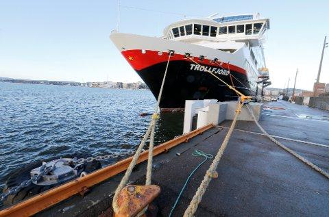 Hurtigruten tar rettslige skritt for å få tilbakebetalt 120 millioner kroner.