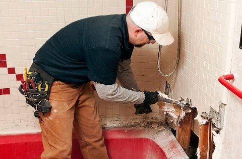 Nordmenn betaler hvert år milliardbeløp fra egen lomme for lekkasjer på baderommet.
