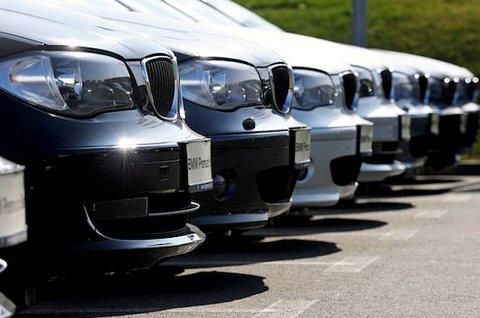 Svak krone er en av grunnene til at bruktimporten av biler til Norge har falt mye.