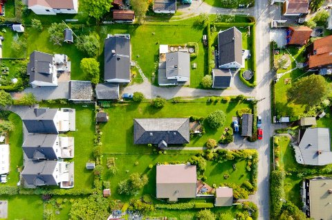 Et godt råd er å gjøre seg kjent med prisnivået i området du ønsker å kjøpe hus. (Foto: Krogsveen/ANB)