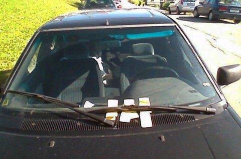 Denne personen har endt opp med fire bøter. Tromsø Parkering forteller at det er flere som gjenbruker bøter. Finner parkeringsvaktene det ut, ender du opp med enda en bot på ruta.