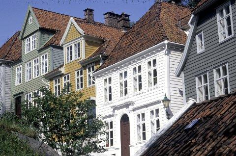 Husrekke i Bergen med mange varianter av klassisismen.