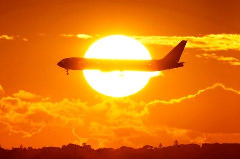 Det er større sjanse for at du blir valgt til en oppgradering om du reiser alene, og flyselskapet ser at du har reist med dem mange ganger.