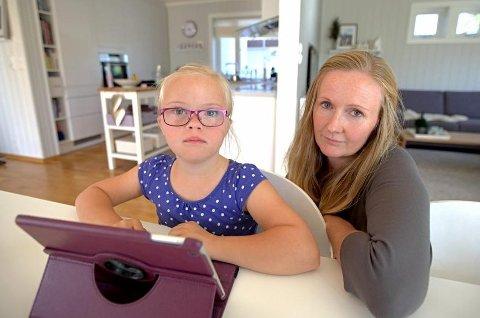 Åshild Ringsbu mener det er synd å bruke tid på å dokumentere hjelpebehovet til datteren Elise (8) som har Downs syndrom.