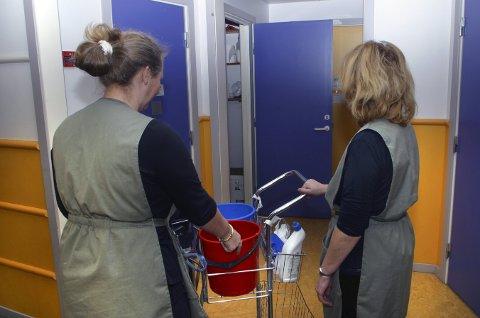 Tilbud om å arbeide svart som vaskehjelp florerer. Unio-leder Anders Folkestad mener en varslingsside kan virke preventivt.