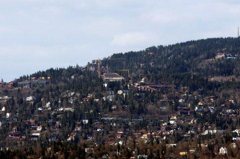 De fleste luksusboligene ligger i Oslo-området. Her fra Holmenkollåsen.