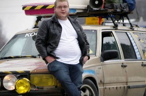 *** Local Caption *** Torodd Overåsberget legger ikke skjul på at bilene hans skiller seg ut fra mengden. I dag jobber 21-åringen for å øke interessen for den gode gamle raggarkulturen.