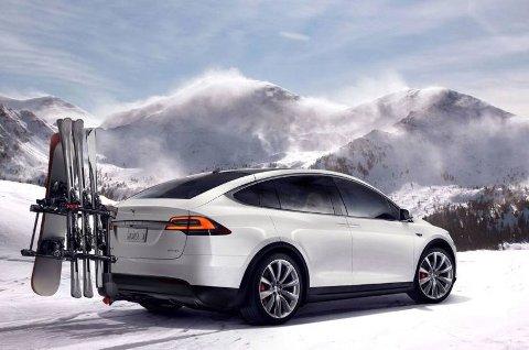 Tesla gjør naturligvis ting på sin egen måte. Som for eksempel denne løsningen til ski og snowboard bak på bilen.
