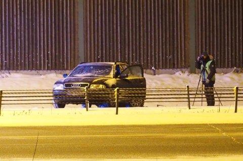 GJORDE UNDERSØKELSER: Krimtekniker fra Romerike politidistrikt var i natt på ulykkesstedet. FOTO: REMI PRESTUN