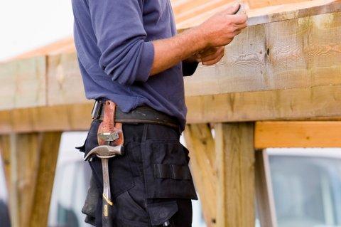Skal du bygge garasje bør du sende nabovarsel selv om du ifølge byggereglene ikke trenger å gjøre det.