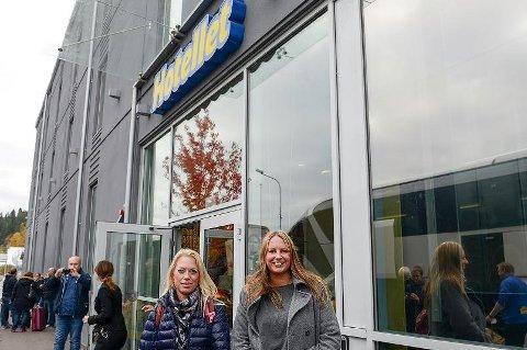 Jannikke Stangeland og Linda Strandenes skal tilbringe den neste natten på Ullareds eget hotell.