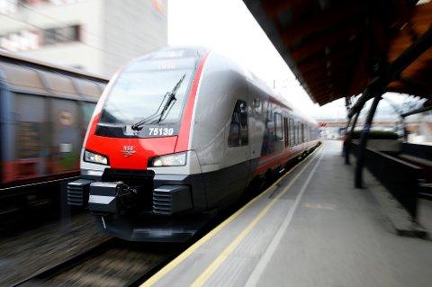 Rundt 8.500 passasjerer fikk i snitt en drøy hundrelapp hver etter å ha søkt NSB om erstatning etter forsinkelser i fjor.