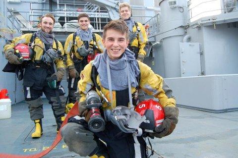 Kai Lambela (17) har vært i en situasjon få andre opplever. Bak står røykdykkerkollegene Didrik Akre (t.v.), Jørgen Eielsen og Bendik Andreassen.