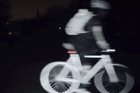 Nå starter den mørkeste tiden på året, og da er det smart å være godt synlig i trafikken. Dette er en refleks som kan sprayes på og kalles LifePaint.