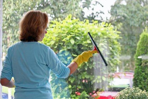 60 prosent av kvinner i parforhold sier at vindusvasken vanligvis tas av dem. 27 prosent av menn sier det samme.