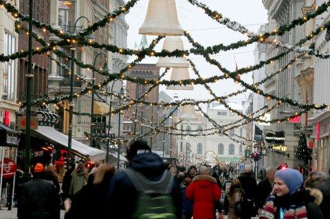 I snitt kommer hver nordmann til å legge igjen litt over 10.700 kroner i landets detaljhandelsbedrifter i desember. Julehandel i utenlandske nettbutikker er ikke med i regnestykket.