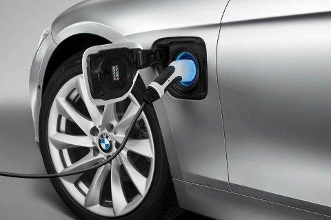 BMW satser stort på ladbare hybrider. Og neste år kommer de med en ny modell, nemlig 330e. Den kommer svært gunstig ut med de nye avgiftene på bil fra 1. januar.