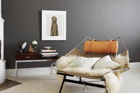 Kombinasjonen mørk farge og matt maling stiller høye krav til malingens kvalitet.
