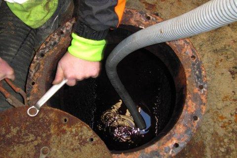 Fjerning av oljetanker har ført til en rekke forurensningsskader.