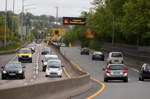 Øvelseskjøring er viktig for at ferske sjåfører skal bli godt kjent med bilen og trafikken. Nå ønsker Statens vegvesen å få flere foreldre til å ta med seg ungdommene ut på øvelseskjøring.