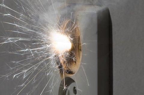 Én av tre boligeiere frykter at feil i det elektriske anlegget skal starte en brann.