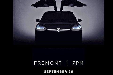 Slik ser det ut når Tesla inviterer til en svært viktig lansering. Endelig skal de første kundene få sin Model X.