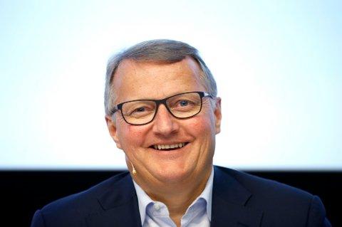 Konsernsjef Rune Bjerke sier kundene helst vil betjene seg selv.