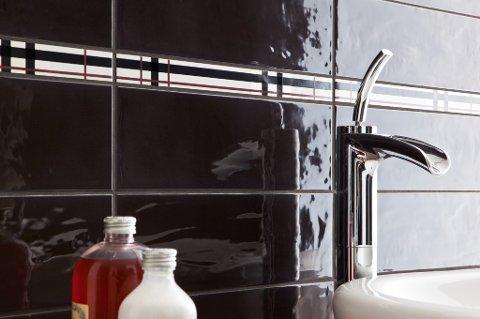 Det er viktig å holde badet rent. Her er det mange hender som tar og mange bakterier som samler seg.