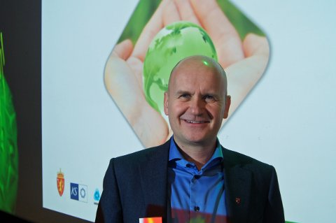 KONKRET TILTAK: – Vedtaket om at 75 prosent av alle kilometerne som kjøres med buss i Vestfold skal skje med biogass, er et konkret eksempel på grep etter fjorårets konferanse, sier Rune Hogsnes, som ønsket velkommen til konferansen.