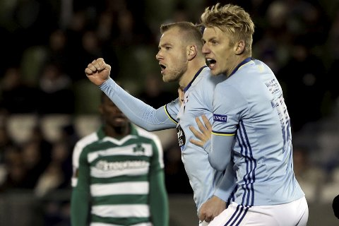 Football Soccer - Panathinaikos v Celta Vigo - UEFA Europa League Group Stage - Group G - Apostolos Nikolaidis stadium, Athens, Greece - 08/12/2016. Celta Vigo's John Guidetti and Daniel Wass celebrate a goal. REUTERS/Alkis Konstantinidis