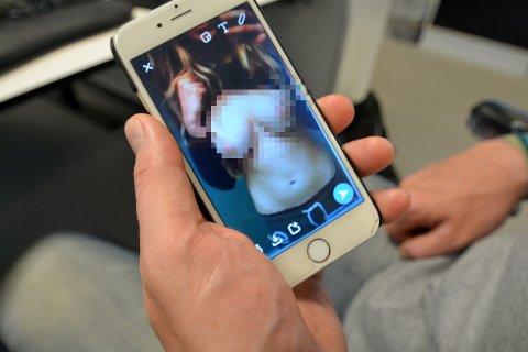 lettkledde jenter nakenbilder av jenter
