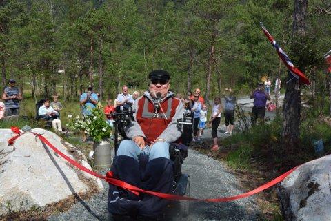Nils Magne Kloster fekk æra av å opna den 1,3 kilometer lange Halsnøy Sportsløype.