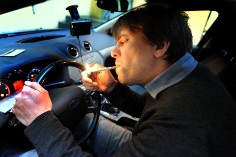 Norske myndigheter vil ikke innføre et forbud mot å røyke i bil hvor barn er til stede.