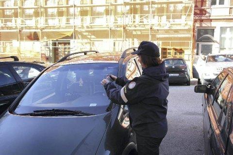 I forslag til ny parkeringsforskrift foreslås det at satsen for feilparkering heves 600 kr fra dagens 500.