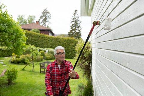 Et praktisk forlengerskaft gjør det mulig å stå trygt på bakken, og enda male høyt opp på veggen. Dessuten gir et forlengerskaft en langt bedre arbeidskomfort.